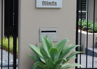 2 Olinda 400 x 300 Brushed alloy with clear highlight