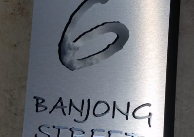 BANJONG cut in Brushed Aluminium plate